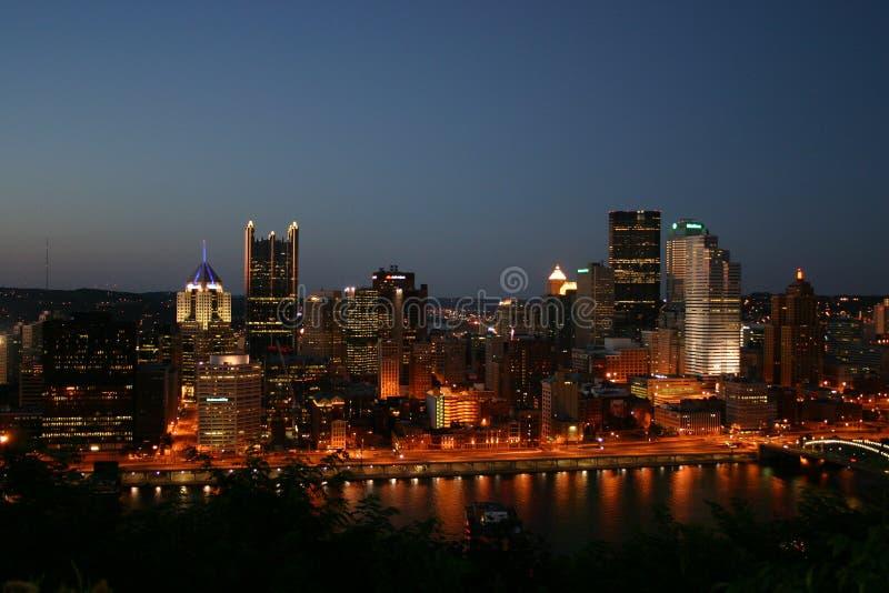 Pittsburgh en la noche foto de archivo libre de regalías