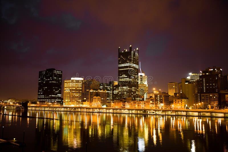 Pittsburgh en la noche fotografía de archivo libre de regalías