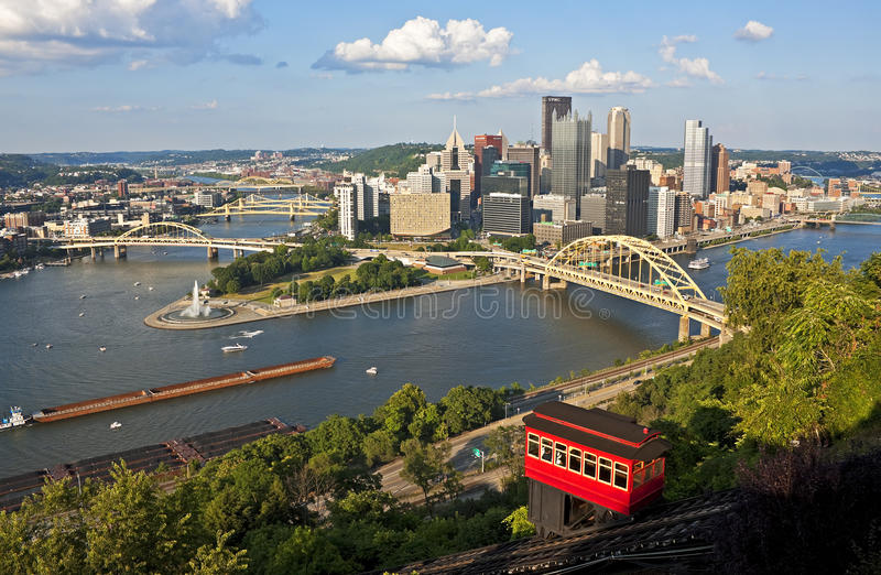 Pittsburgh med den Duquesne sluttningen royaltyfri fotografi