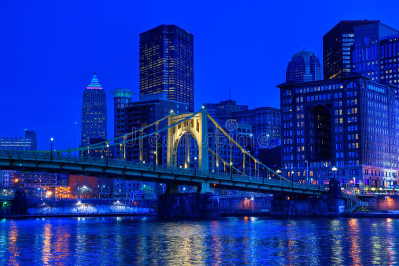 Pittsburgh nachts stockfotos