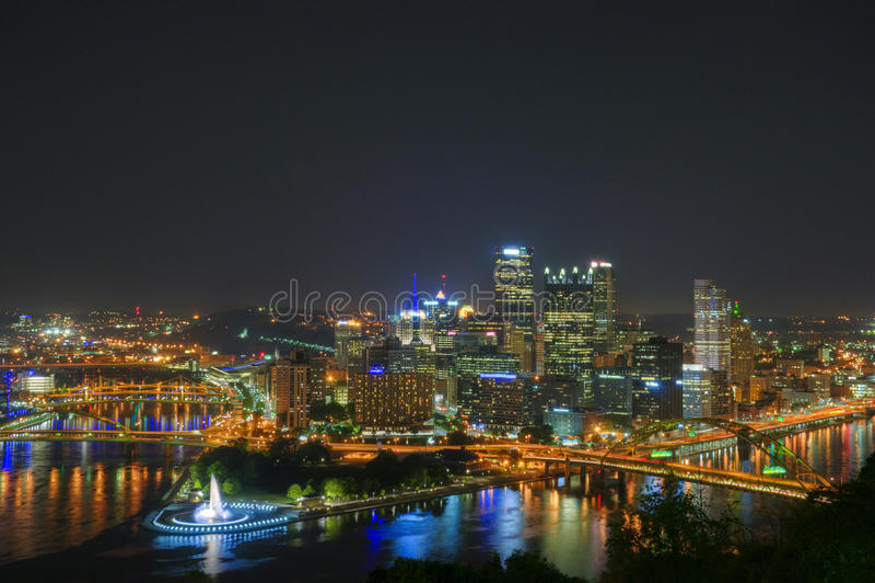 Pittsburgh nachts stockbild