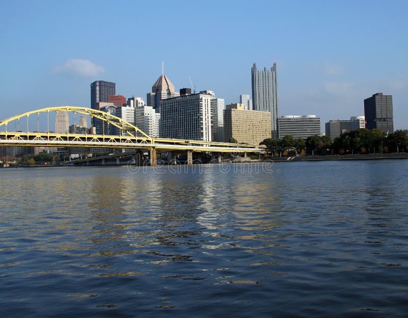 Pittsburgh, PA Skyline sul fiume immagine stock