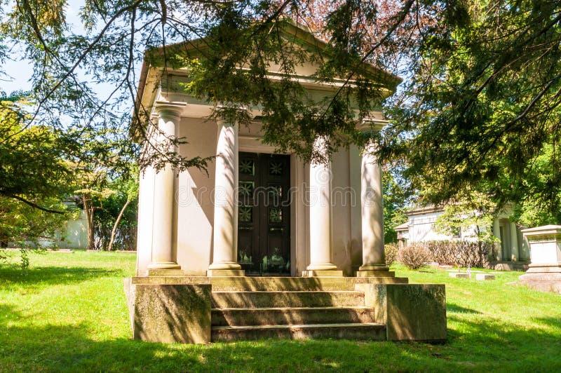 Pittsburgh, Pennsylvania, lápidas mortuorias de los E.E.U.U. 7/25/2019, monumentos y mausoleos en el cementerio de Homewood en la imagen de archivo libre de regalías