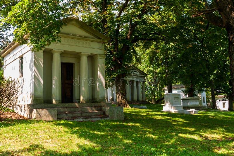 Pittsburgh, Pennsylvania, lápidas mortuorias de los E.E.U.U. 7/25/2019, monumentos y mausoleos en el cementerio de Homewood en la imagenes de archivo