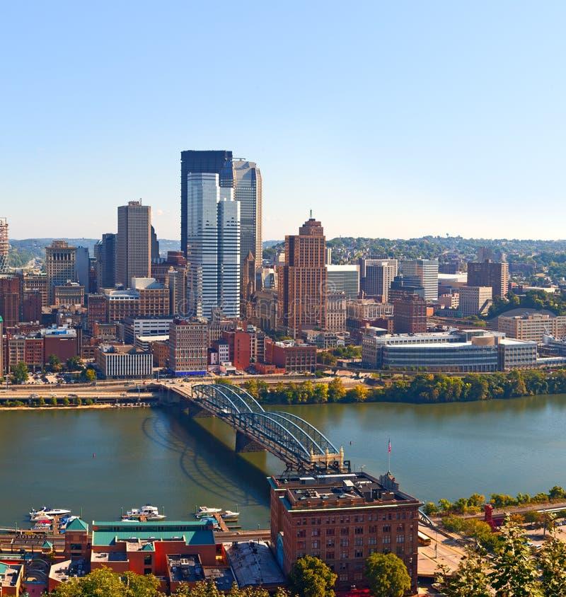 Pittsburgh Pennsylvania los E.E.U.U., panorama del horizonte de los edificios del negocio fotografía de archivo