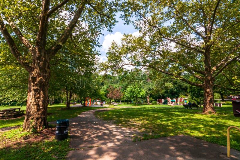 Pittsburgh, Pennsylvania, los E.E.U.U. 7/25/2019 de Frick del patio del parque en la esquina de Forbes y avenidas del sur de Brad imagen de archivo libre de regalías