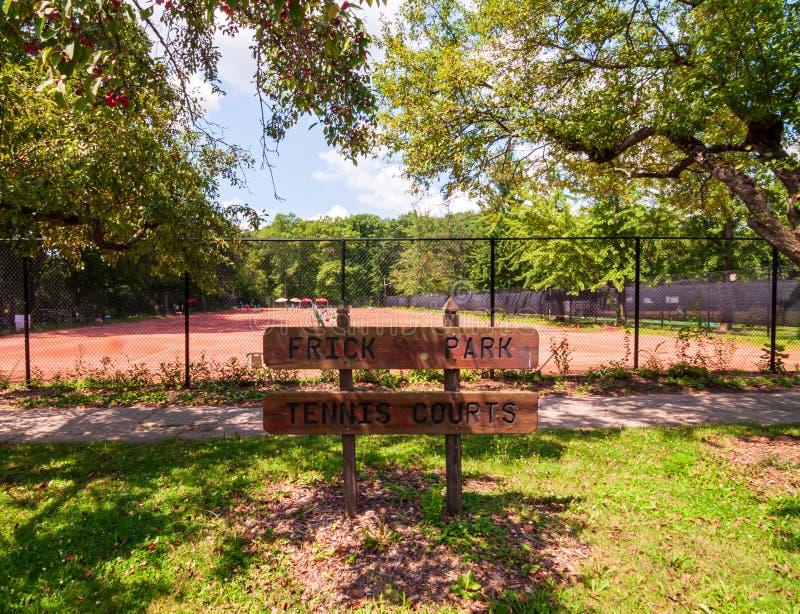 Pittsburgh, Pennsylvania, los E.E.U.U. 7/25/2019 de Frick de las pistas de tenis del parque en la avenida del sur de Braddock imágenes de archivo libres de regalías