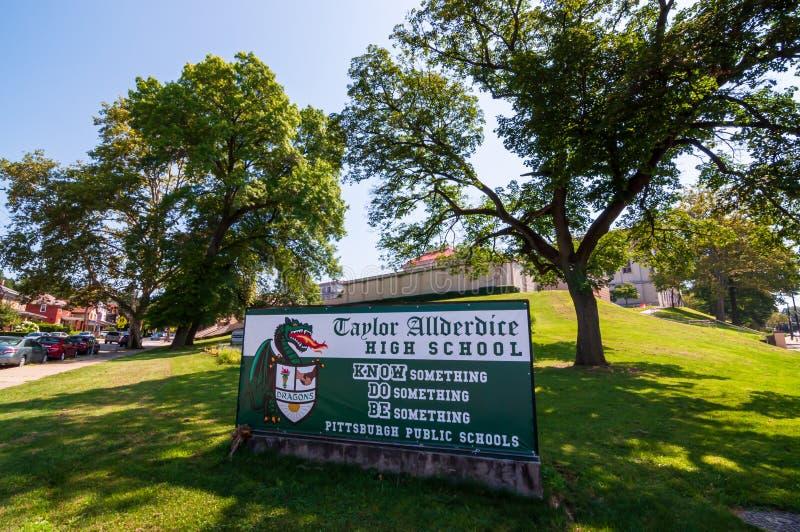 Pittsburgh, Pennsylvania, los E.E.U.U. 7/27/2019 de la muestra delante de Taylor Allderdice High School, fotos de archivo
