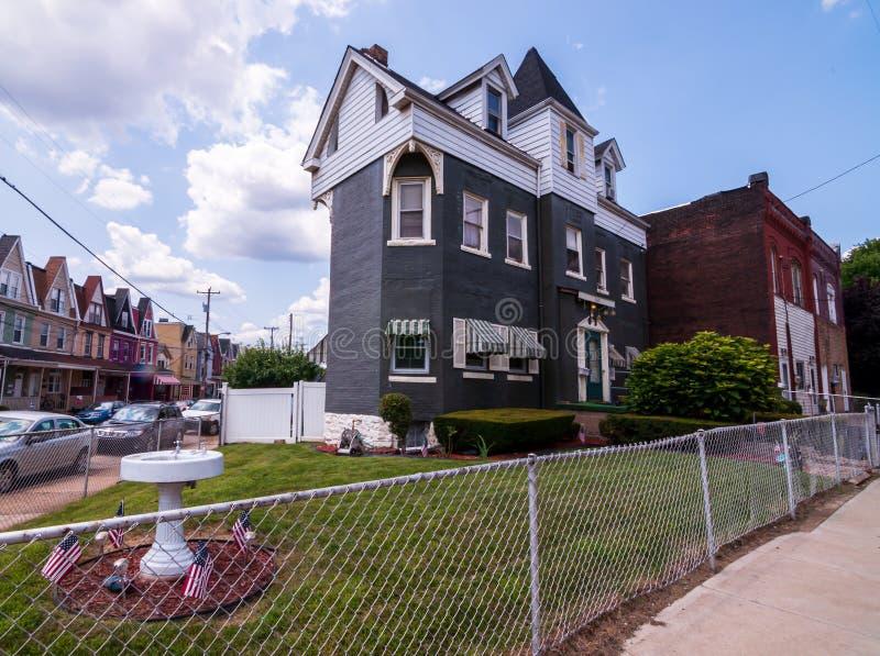 Pittsburgh, Pennsylvania, los E.E.U.U. 7/25/2019 de una casa de tres historias, empleada en 1929 Dawson Street en la vecindad del imágenes de archivo libres de regalías