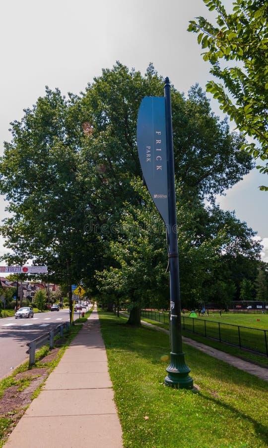Pittsburgh, Pennsylvania, los E.E.U.U. 7/25/2019 de una muestra para el parque de Frick en la avenida del sur de Braddock fotografía de archivo