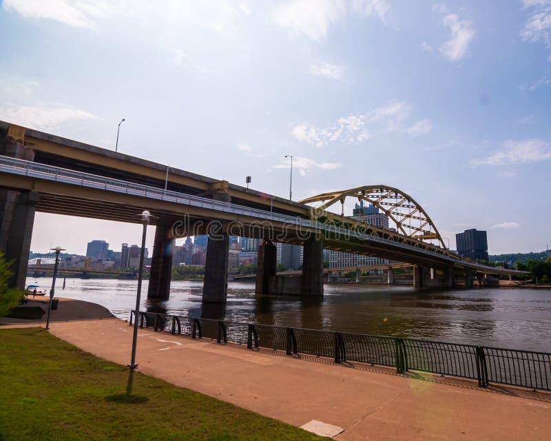 Pittsburgh, Pennsylvania, los E.E.U.U. 7/6/2019 del fuerte del puente de Duquesne foto de archivo