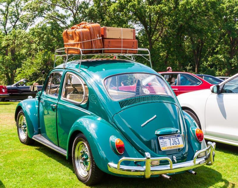 Pittsburgh, Pennsylvania, los E.E.U.U. 7/21/2019 del vintage Gran Prix, de Pittsburgh escarabajo 1967 de VW con un portaequipajes foto de archivo