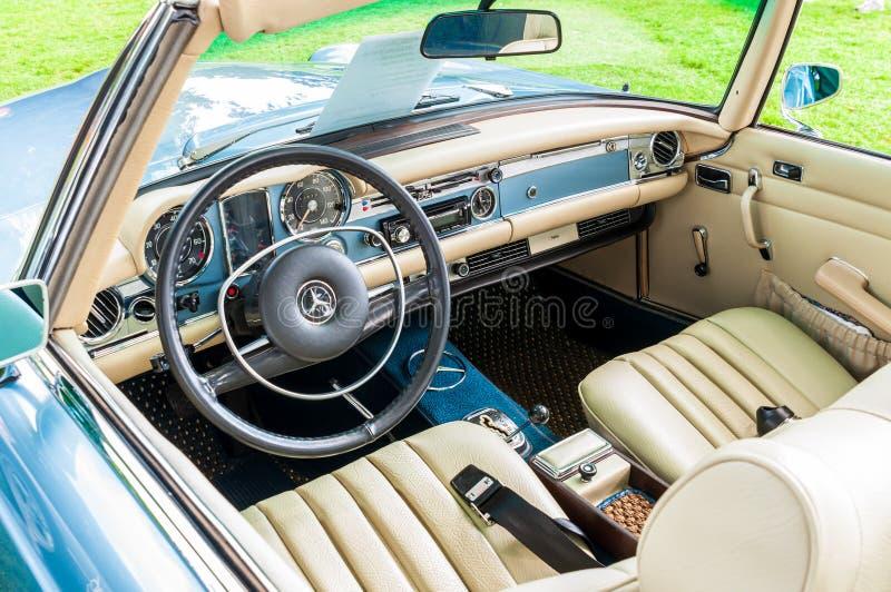 Pittsburgh, Pennsylvania, los E.E.U.U. 7/21/2019 del vintage Gran Prix, interior de Pittsburgh de un convertible 1970 de Mercedes fotografía de archivo libre de regalías