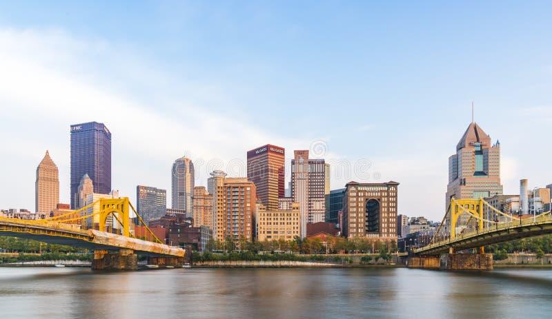 Pittsburgh, Pennsylvania, los E.E.U.U.: 8-21-17 horizonte de Pittsburgh en el sol fotografía de archivo