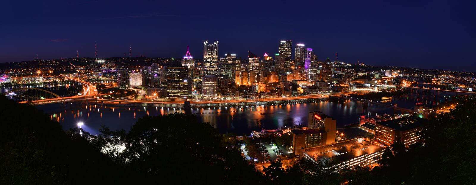 PITTSBURGH, PENNSYLVANIA-OCTOBER 19, 2017: NIGHTIME PANORAMIC PHOTOGRAPH SKYLINE OF PITTSBURGH, PENNSYLVANIA. NIGHTIME PANORAMIC PHOTOGRAPH SKYLINE OF PITTSBURGH stock images