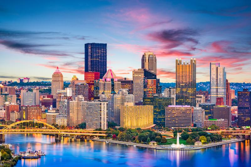 Pittsburgh, Pennsylvania, río de los E.E.U.U. y horizonte imagen de archivo libre de regalías