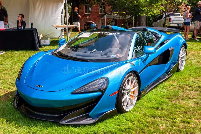 Pittsburgh, Pennsylvania, USA 7/21/2019 die Pittsburgh-Weinlese Gran Prix, ein blauer McClaren 2020 auf Anzeige stockfotos