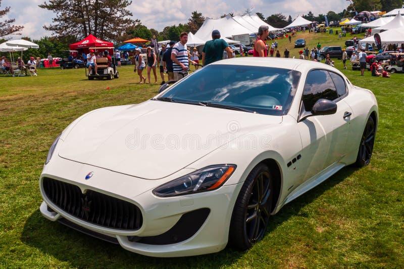 Pittsburgh, Pennsylvania, USA 7/21/2019 die Pittsburgh-Weinlese Gran Prix in Schenley-Park, weißes Maserati auf Anzeige stockbild