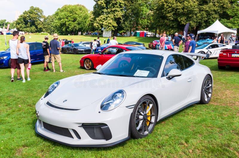 Pittsburgh, Pennsylvania, USA 7/21/2019 die Pittsburgh-Weinlese Gran Prix, 2018 weißes Porsche GT3 auf Anzeige stockfotografie