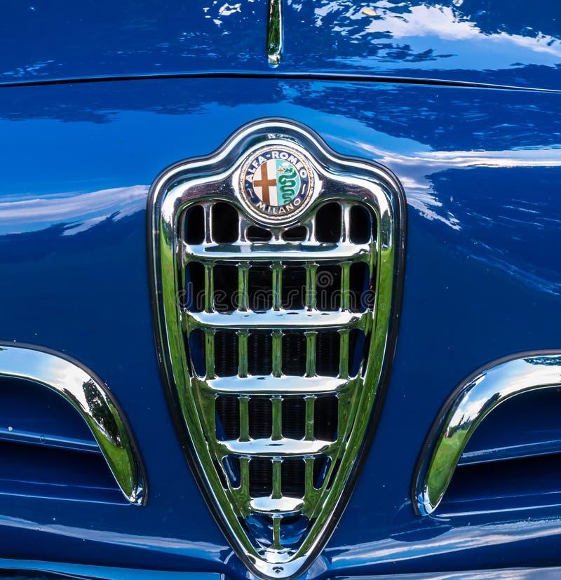 Pittsburgh, Pennsylwania, usa Pittsburgh 7/21/2019 rocznika Gran Prix kapiszonu emblemat błękitny Alfa Romeo zdjęcie stock