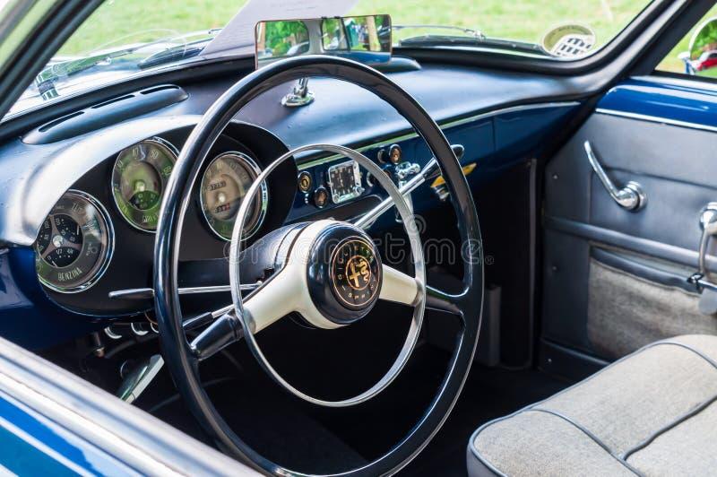 Pittsburgh, Pensilvânia, EUA 7/21/2019 do vintage Gran Prix de Pittsburgh, interior de um alfa 1957 Romeo Giulietta imagens de stock