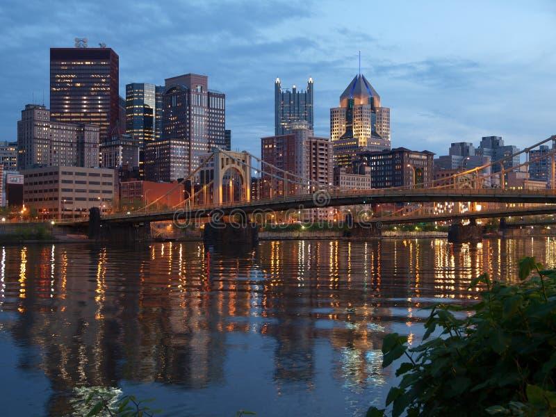 Pittsburgh y el río de Ohio foto de archivo