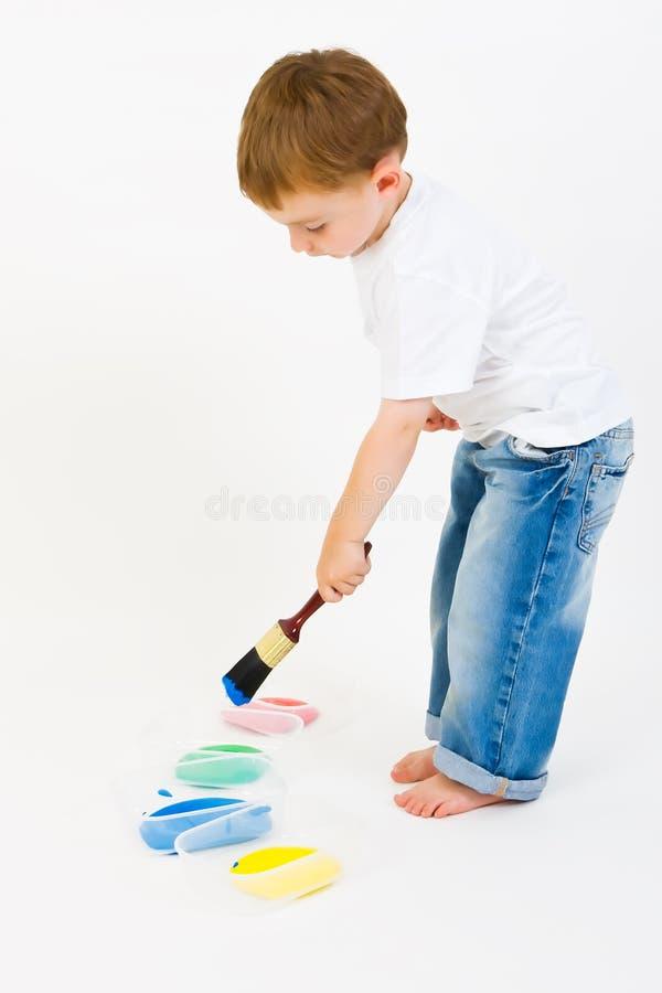 Pittura del bambino con i colori primari immagini stock