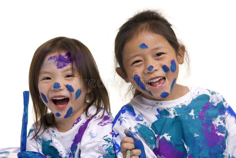 Pittura del pavimento delle ragazze di infanzia fotografia stock
