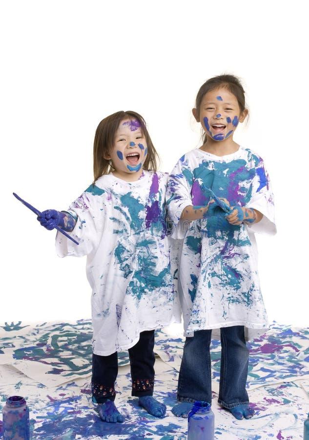 Pittura del pavimento delle ragazze di infanzia fotografie stock libere da diritti