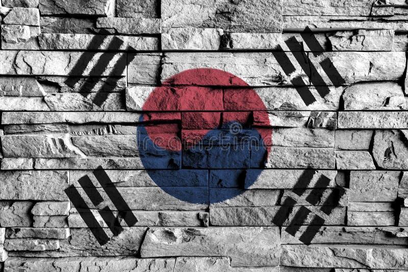 Pittura della bandiera del Sud Corea sull'alto dettaglio di vecchio muro di mattoni royalty illustrazione gratis