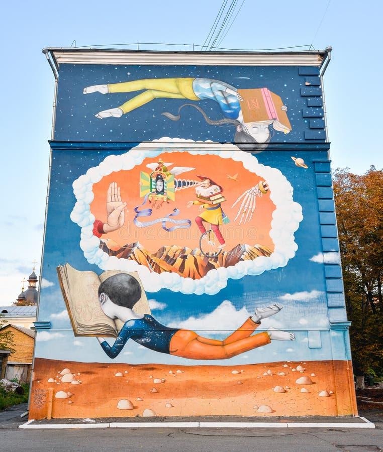 Pittura di arte della via su una casa alla via di Grigoria Skovorody 4a, a Kiev fotografie stock libere da diritti