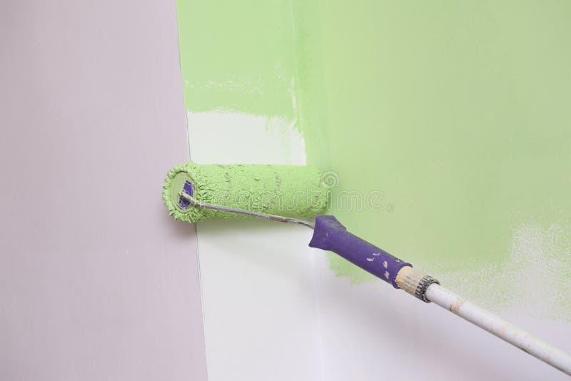 Pittura di parete malva fotografie stock