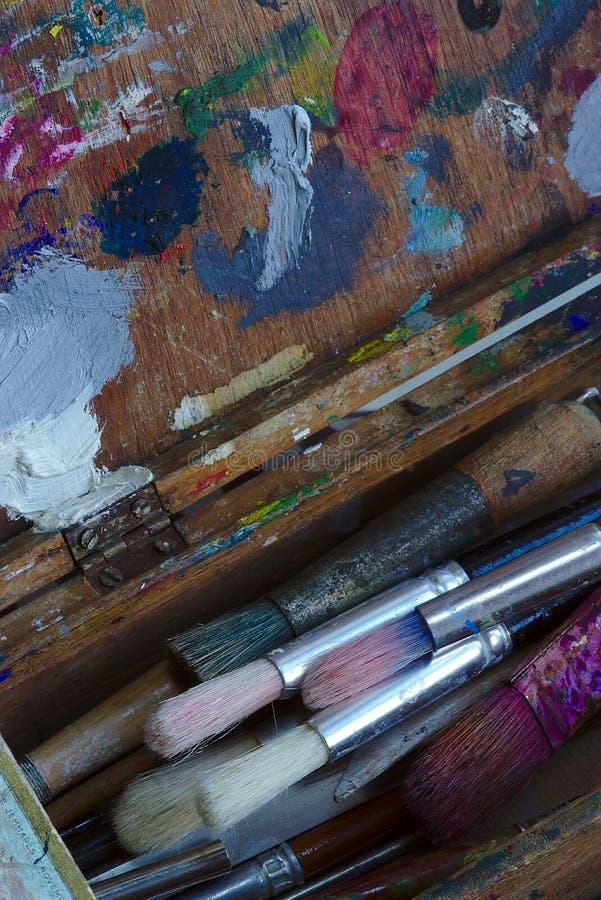 Pittura e scatola usate della spazzola immagine stock