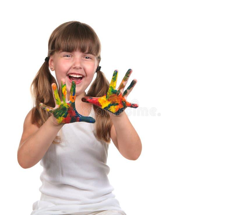 Pittura felice sveglia del bambino con le sue mani fotografia stock