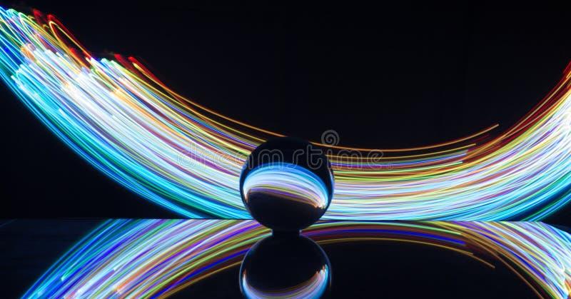 Pittura leggera con la sfera di cristallo fotografia stock libera da diritti