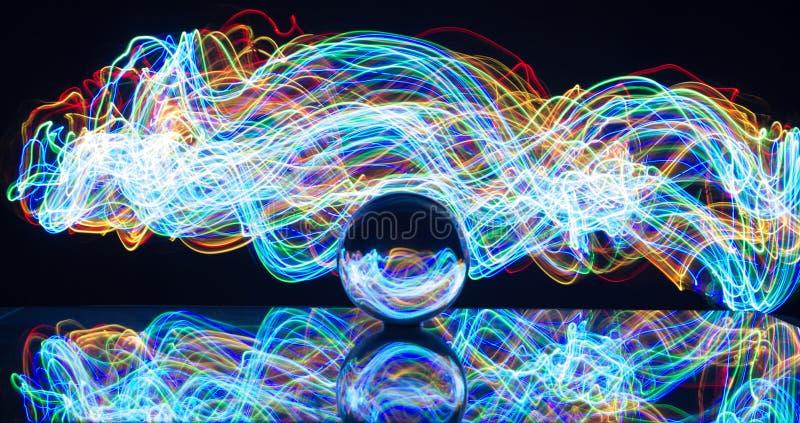 Pittura leggera con la sfera di cristallo fotografia stock