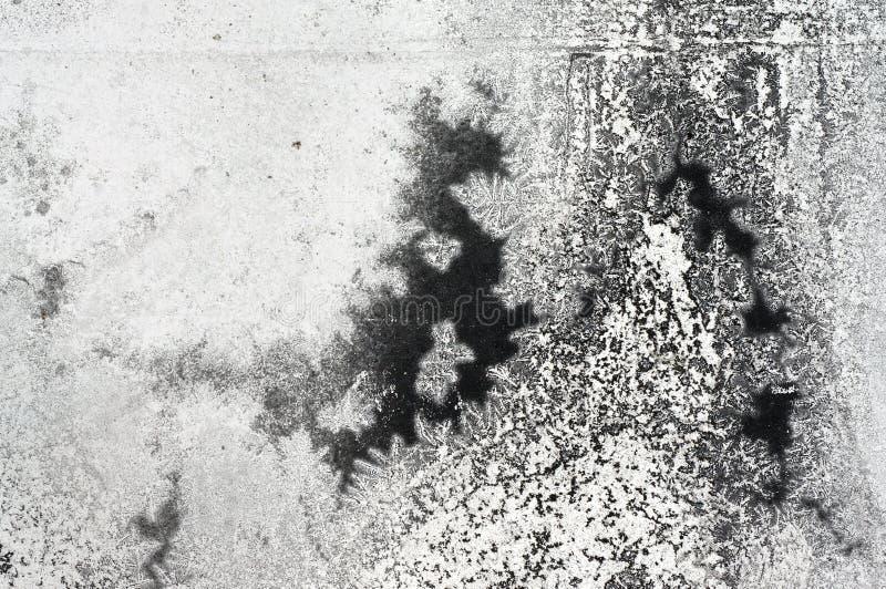 Pittura nera incrinata sulla superficie di metallo di lerciume - macro 1 fotografie stock