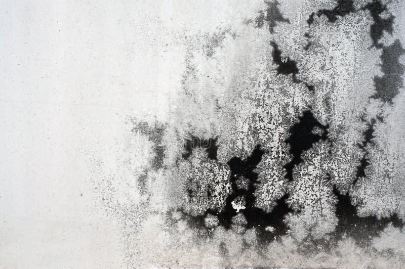 Pittura nera incrinata sulla superficie di metallo di lerciume - macro 2 fotografie stock