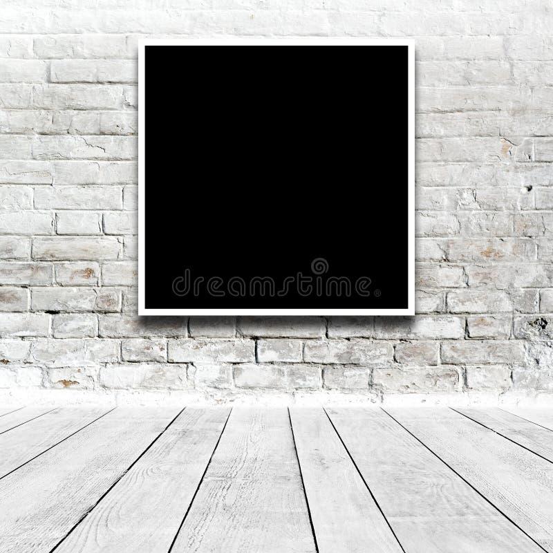Pittura quadrata che appende sulla parete della galleria di arte immagini stock libere da diritti