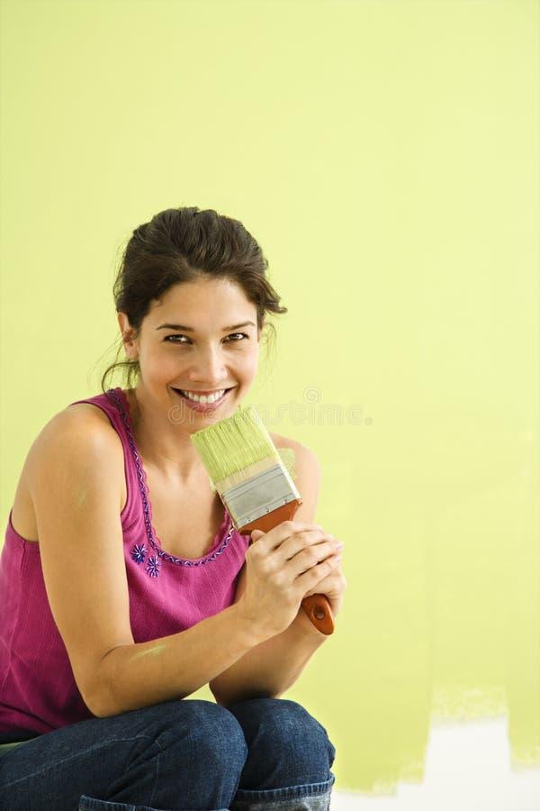 Pittura sorridente della donna. immagini stock
