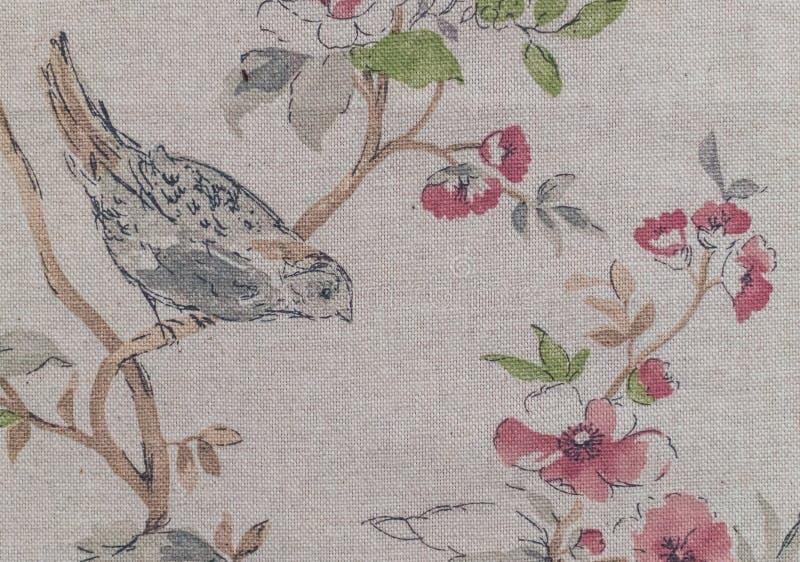 Pittura sulla tela di canapa Un'allodola in un giardino della molla fotografia stock libera da diritti