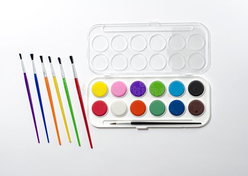 Pitture con le spazzole, presto scuola! fotografia stock