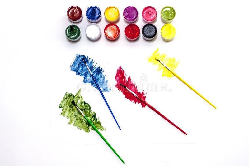 Pitture con le spazzole, presto scuola! fotografie stock
