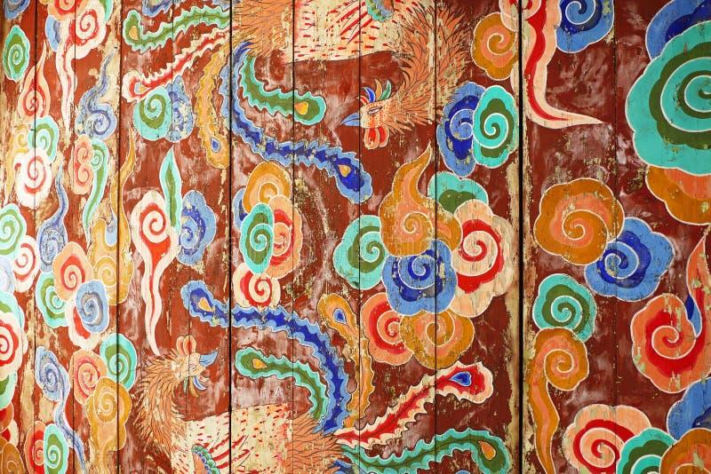 Pitture murale antiche del soffitto alla fortezza antica della montagna di Bugaksan a Seoul, Corea immagine stock