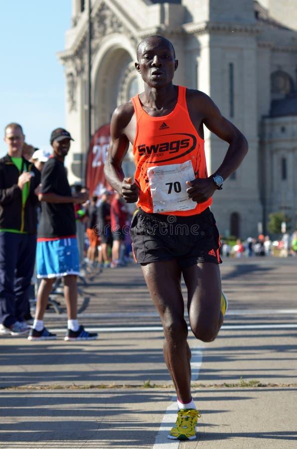 Pius Nyantika passant 26 milles images stock