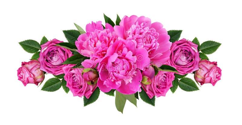 Pivoines roses et fleurs roses dans une ligne arrangement floral photos libres de droits
