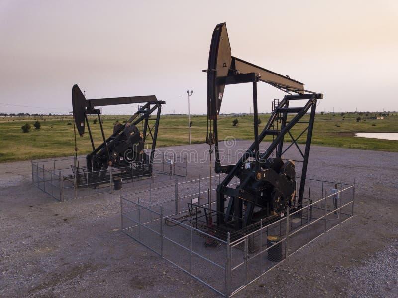 Pivotez les puits de pétrole sur les plaines de l'Oklahoma, Etats-Unis images libres de droits
