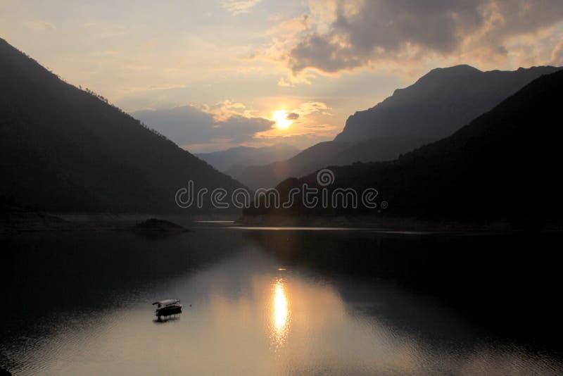 Pivsko Jezero, parco nazionale di Durmitor, Montenegro immagini stock libere da diritti