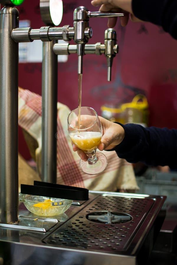 Piwa klepnięcie od piwo baru obraz royalty free