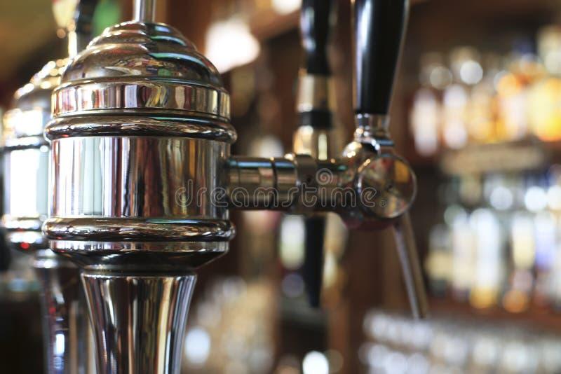 Piwa klepnięcie w pubie zdjęcie stock